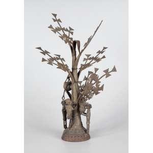Arvore mitológica de ferro com 3 figuras na base - 50 x 28cm (no estado)