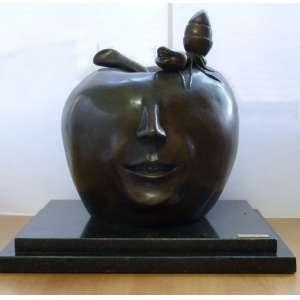 Israel Macedo - Maça e Formiga I - Escultura em bronze - base de granito - 75x55cm - Total - Assinada