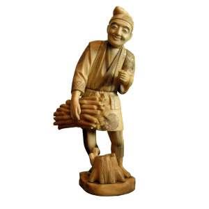 Escultura de Marfim figura masculina, junto a seu quimono, portando madeira, Japão Séc XIX, Med Alt 30 x 09 x 08