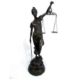 """Sem assinatura – """"Justiça"""" – Imponente escultura em petit bronze med. A: 92 D: 29 cm. Peça de meados do século XX."""