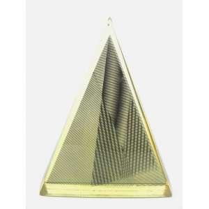 Abraham Palatnik - Pirâmide Holográfica, rarissima escultura em resina transparente com filme preto. Anos 70. Med. A: 20 L: 16 P: 04 cm. Peça assinada em ponta seca Abraham Palatnik.