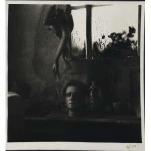 """Fernando Lemos - fotografia - 40 x 40 cm - """"Intimidade dos - Armazéns do Chiado"""" - ass. inferior direito - Reproduzido no livro - do artista - pág. 55"""