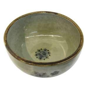 """Bowl cerâmica """"Ken Edwards"""" arte popular com decoração floral e pássaros, tons de azul e borda esmaltada em marrom, timbrado na base. d = 18 e h = 9,5 cm - México, séc. XX"""