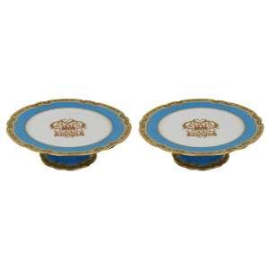 """Par fruteiras em porcelana """"Le Rosey"""" pé alto e prato com aba recortada azul glauco e dourado,centro monograma dourado, na base timbre """"Le Rosey, XI Rue de La Paix."""". D = 22,5 cm e h = 7 cm. - França, séc. XIX"""