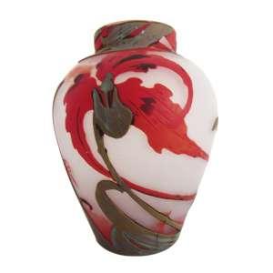 Vaso multicolorido, pasta de vidro com decor. vegetal em alto relevo, assinado no bojo, não identificado. h = 11,5 cm. - Europa, séc. XIX/XX