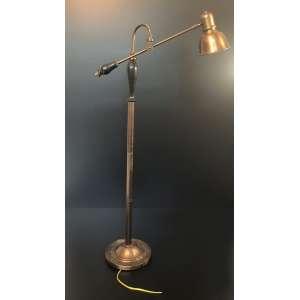 Alta luminária de chão de cobre, ajustável, funcionando perfeitamente. Medida de 123cm de altura. Diâmetro da boca da lâmpada 16cm. <br /><br /><br><br>High copper floor lamp, adjustable, working perfectly. Dimension: Height of 123cm. Diameter of the lamp mouth 16cm.