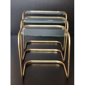 Conjunto de 3 mesas de apoio de metal dourado - Maior mesa mede 49cm de altura. <br /><br /><br><br>Set of 3 golden metal tables - Largest table measures 49cm tall.