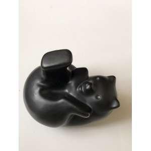 Vintage PIGEON FORGE art Pottery Black Bear animal figure. Medida de 14cm de comprimento.<br /><br /><br><br>Vintage PIGEON FORGE art Pottery Black Bear animal figure. Measure of 14cm in length.