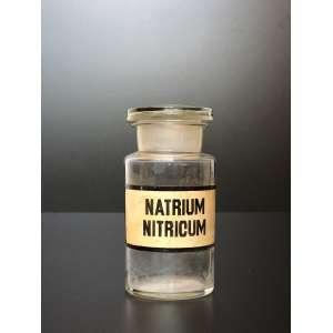 Antigo frasco europeu para remédio com etiqueta original.<br />Medida de 20cm de altura.<br /><br />Old European bottle for medicine with original label.<br />Measure 20cm high.<br /><br />