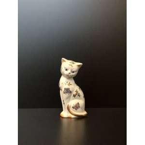 Andrea By Sadek. Figura de gato de porcelana pintada a mão com borboletas.<br />Medida de 17cm de altura.<br /><br />Andrea By Sadek. Figure of hand painted porcelain cat with butterflies.<br />Measure of 17cm in height.<br />