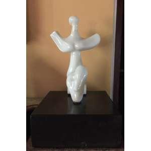 Bruno Giorgi - Mulher da lua - 31 x 20 x 14 cm (base: 10 x 26 x 25) - Escultura em mármore -