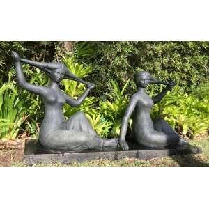 Ceschiatti - Banhistas - 73 x 175 x 44 cm / Base de mármore: 10(a) x 170(l) x 32 (p) cm - 1980 - Escultura em bronze - Assinada na peça com selo