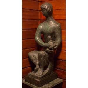 Bruno Giorgi - Figura sentada - Escultura em Bronze - 63 x 23 x 30 cm - Assinado B. Giorgi na base da obra.