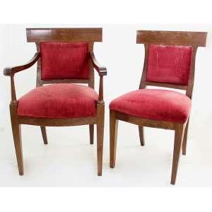 Jogo de 08 cadeiras, sendo 02 com braços, madeira nobre recortada (torneada nas de braços). Alt. 86 x 55 x 45cm.Europa Início séc. XX