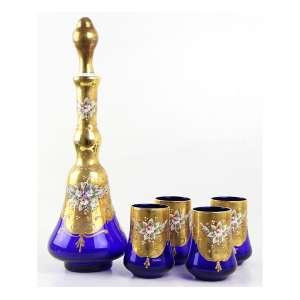 Jogo de licoreira e 04 copos de vidro artístico de Murano, ( com selo ) tonalidade azul com douração. Alt. 36x12 (licoreira) e 10x07cm (copos). Itália, séc. XX
