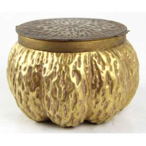 Caixa de faiança com esmalte dourado, forma ondulada, mraca da manufatura Coalport sob a base. Alt. 12 x 19cm. Inglaterra, séc. XX