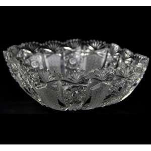 Bowl de cristal lapidado. Alt. 23 x 23cm. Europa, séc. XX (com pequenos bicados)