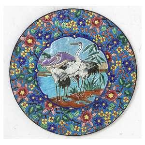 Prato de faiança com decoração chinoiserie, marca da manufatura Decore A La Main - Emaux de Longwy. Diam. 28cm. França,Início séc. XX