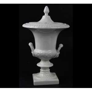 Ânfora de porcelana monocromada na tonalidade branca, marca da manufatura não-identificada sob a base. Alt. 22 x 14cm. Séc. xX