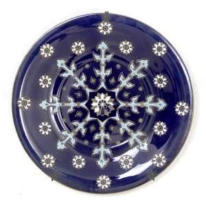 Prato de porcelana decorado com arabescos sobre fundo na tonalidade azul cobalto, marca da manufatura KG - Moskova Luneville sob a base. Diam. 29cm. Europa, Início séc. XX