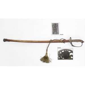 Sabre antigo com bainha de metal, empunhadura com brasão dos Estados Unidos do Brasil - 1889, lâmina ricamente trabalhada com o mesmo brasão e guirlandas. Comp. 92 x 11 x 08cm.