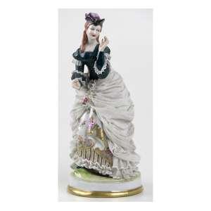 Estatueta de porcelana representando figura feminina com vestido rendado, marca da manufatura Capodimonti na parte de trás. Alt. 22 x 10cm. Itália, início séc. XX (no estado/com bicados)
