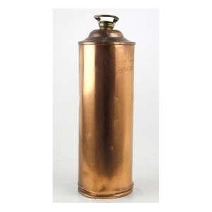 Garrafa de cobre, forma cilíndrica, tampa de metal rosqueável. Alt. 32 x 10cm. Séc. XX
