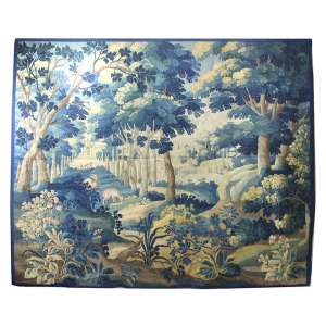 Tapeçaria Verdure, decorada com com paisagem e animais. 236 x 258cm. França, séc. XVIII