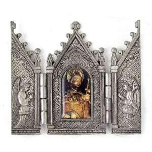Tríptico de metal com reprodução de imagem sacra em reserva central. 09 x 11cm (total aberto). Séc. XX