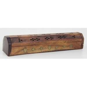 Porta incensos de madeira, com aplicação de metal em forma de folhas. Alt. 06 x 30 x 05cm. Provavelmente Índia, séc. XX