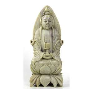 Estatueta de pedra-dura esculpida, representando divindade oriental. Alt. 17 x 07 x 04cm. China, séc. XX (c/ bicado no nariz)