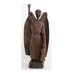 Imagem de madeira ricamente entalhada, estilo Arte-Popular, representando figura de Arcanjo e Menino. Alt. 65 x 30 x 18cm. Brasil, séc. XIX/XX. (precisa pequenos restauros)