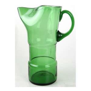 Jarra de vidro artístico com forma estilizada, tonalidade verde. Alt. 27 x 20 x 14cm.