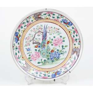 Prato de porcelana decorado com motivos florais e pássaro.Diam 24 cm.China séc. XIX/XX
