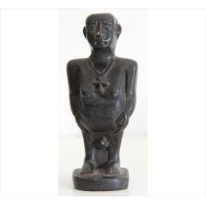 Estatueta de resina representando divindade oriental, assinad JLC. Alt. 13 x 06 x 04cm.
