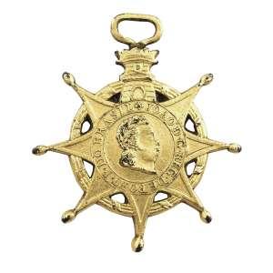 """<b>Ordem da Torre e Espada - Insígnia de Cavaleiro - séc. XIX</b><br><br>prata vermeil. Anverso com estrela de oito pontas maçanetadas, deitada sobre coroa anelada com fita espiralada à sua volta, apresentando medalhão com a legenda """"VALOR E LEALDADE"""" sobre faixa centralizando coroa de carvalho atravessada por espada, encimada por pequena torre e argola ovalada. Reverso idêntico ao anverso, porém com alteração no medalhão para o perfil de D. João e a legenda """"JOÃO D. G. REG. DE PORT. P. DO BRASIL""""<br><br>5 x 4,5 cm - 22g"""