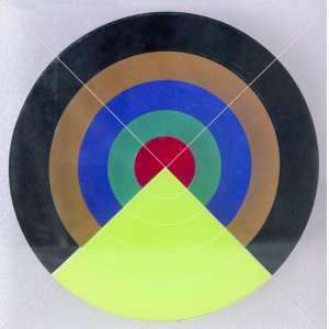 """RAMOSA, Edval (1940) - Alvo<br>escultura em acrílico, ass. inf. dir., n. 6/70 inf. esq., dat. 1970 no centro, com etiqueta da exposição """"Polímero Arte/1969 – 1973"""", realizada no dia 05/05/2004 no Museu de Arte Plástica da Itália<br>30 x 27 x 1 cm"""