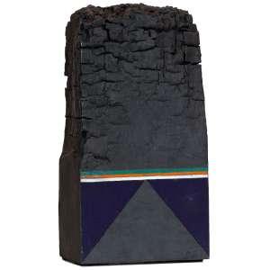 GONÇALO IVO - Objeto – 29 cm de altura – Têmpera sobre madeira – Ass.Base e Dat.2005 – Acompanha foto do artista com a obra