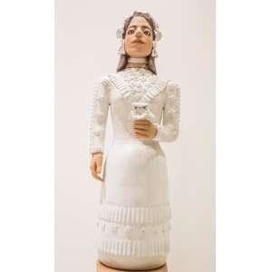 DONA IZABEL - Noiva, escultura em cerâmica, medindo 92 cm, assinada nas costas.