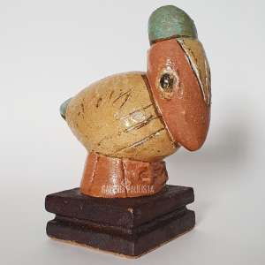 FRANCISCO BRENNAND Pássaro. Escultura em Cerâmica Vitrificada. Medidas: 23x19x12 cm. Assinada FB na escultura. No verso está datado 2014, assinado, e com monograma.