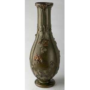 Florero en metal frances circa 1900. 44 cm de alto.