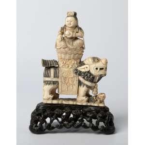Talla en marfil chino con policromia siglo XIX. Medidas: 14 x 10 cm