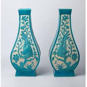 Par de floreros en cerámica francesa chinoserie, siglo XIX. 44 cm de alto.