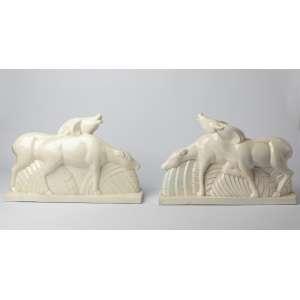 Par de figuras en ceramica francesa Art Deco, circa 1920. Medidas: 29 x 45 x 14 cm