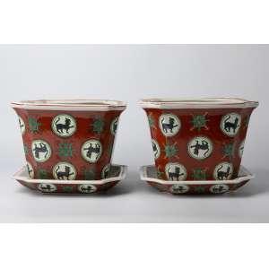 Par de maceteros en porcelana china circa 1930. Medidas: <br />21 x 26 cm
