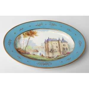 Fuente en porcelana francesa de Sevres siglo XIX. Medidas: 4 x 34 x 24 cm