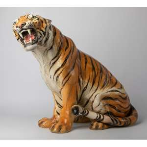 Escultura italiana realizada en cerámica firmada Ronzan. 70 cm de alto.