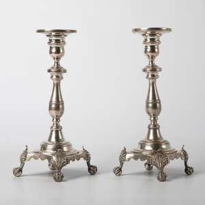 par de candeleros en metal plateado francés siglo XIX. 24 cm de alto.