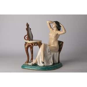 Figura en cerámica italiana firmada Art Deco <br />Altura 30cm <br />Largo 27cm <br />Ancho 20cm.<br />