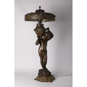 Luminaria francesa realizada en bronce circa 1900, altura 100cm.<br />